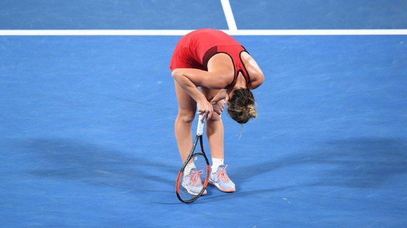 Les malheurs de Simona Halep expliquent peut-être pourquoi les organisateurs du tournoi ont décidé de fermer le toit dimanche pour la finale du simple messieurs entre Roger Federer et Marin Cilic.