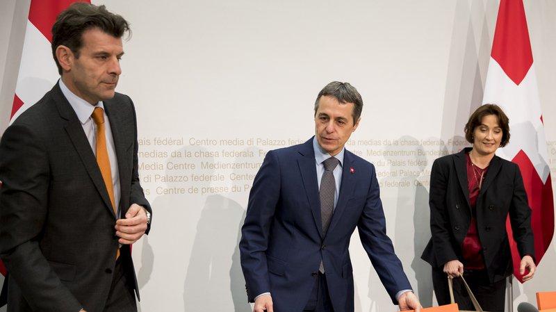 Roberto Balzaretti, à gauche, a été nommé chef de la Direction des affaires européennes du DFAE, a annoncé Ignazio Cassis.