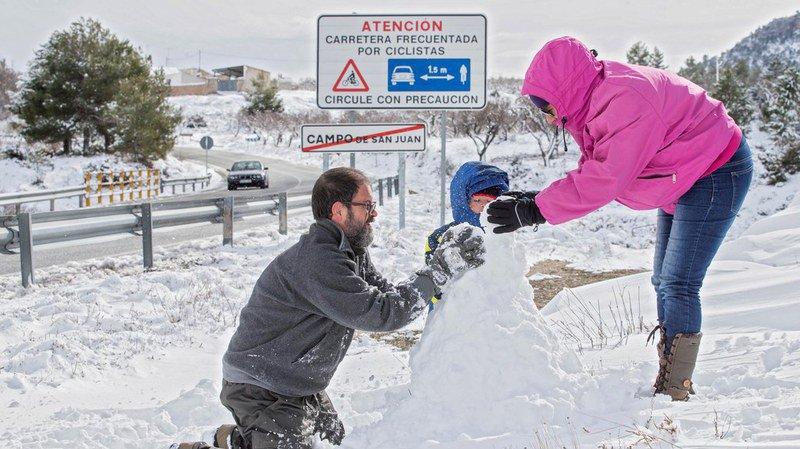 Espagne: des dizaines de vols annulés à cause de la neige