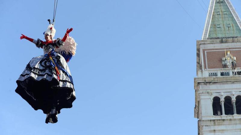 """Venise: le traditionnel """"saut de l'ange"""" ouvre le Carnaval"""