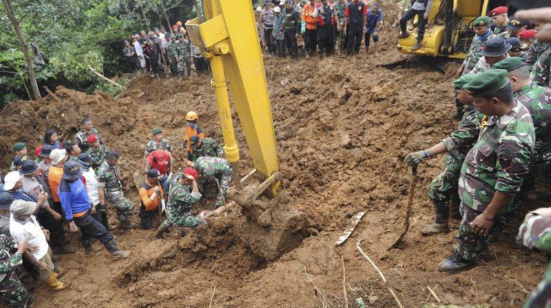 Indonésie: inondations et glissements de terrain mortels près de Djakarta