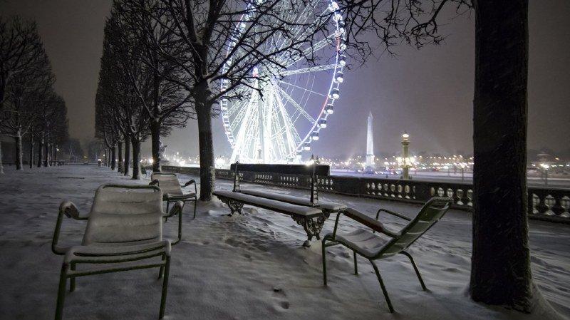 France: la région parisienne paralysée par la neige