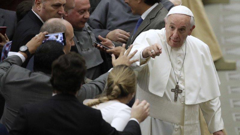 """Le pape estime que certains médias """"salissent"""" l'image des migrants en ne présentant pas les informations de manière complète."""