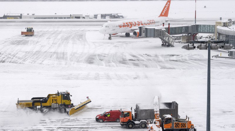 La neige a fortement perturbé le trafic, surtout en Suisse romande