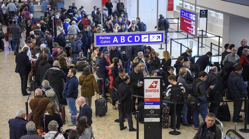Après la paralysie déclenchée par leschutes de neige de la veille, l'aéroport de Genève s'apprête à nouveau à passer une journée difficile ce vendredi.
