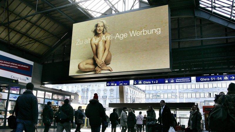 Les femmes dans la publicité: elles sont peu à avoir plus de 50 ans. Une campagne avait été lancée dans les gares suisses.