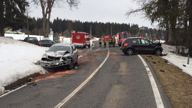 Quatre bless s dans une collision frontale mont crosin - Accident de voiture coup du lapin ...