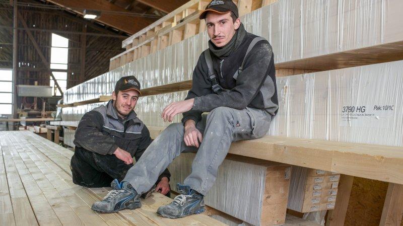 Deux menuisiers-charpentiers s'engagent pour les enfants d'un bidonville péruvien