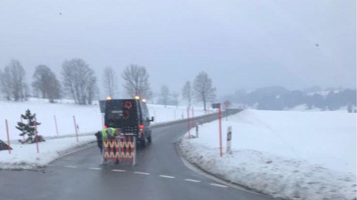 La route a été fermée dans les deux sens pour les besoins du constat.