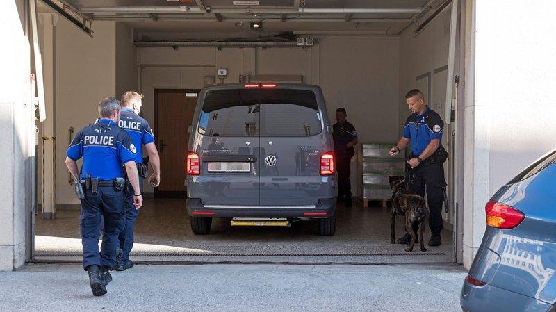 Une forte présence policière avait régné aux alentours du Tribunal criminel des Montagnes lors de l'audience de première instance.