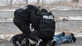 Un septuagénaire mis KO par un policier condamné pour violence ou menace contre des fonctionnaires de police