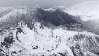 Japon: recherches interrompues sur un volcan en éruption