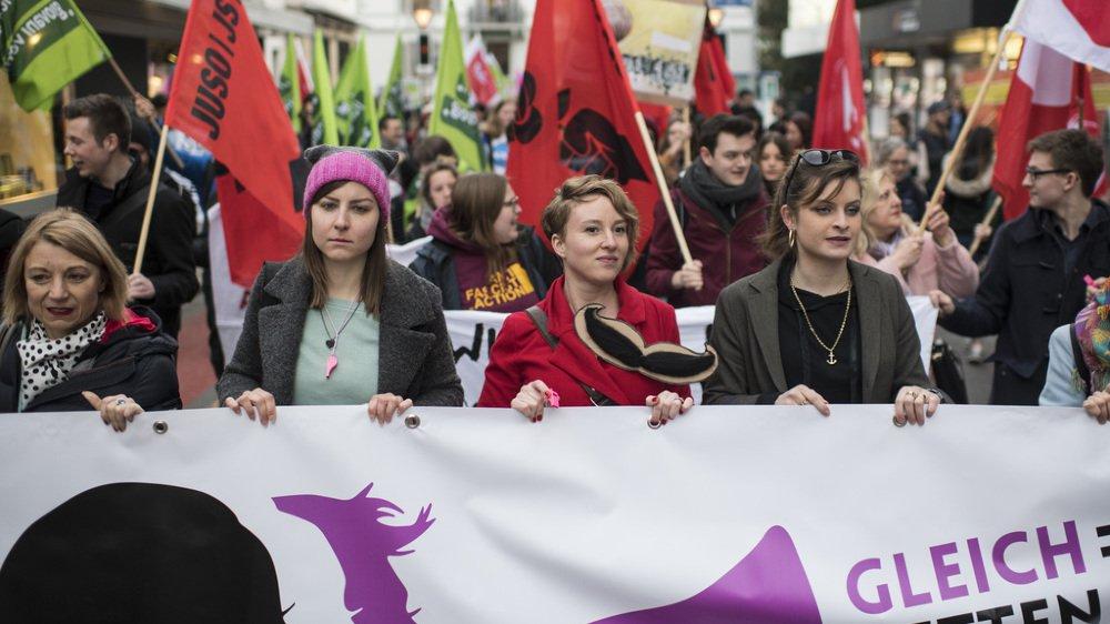 """A travers tout le pays, des milliers de personnes ont protesté contre """"les manœuvres dilatoires du monde politique"""", et le mépris des droits des femmes."""