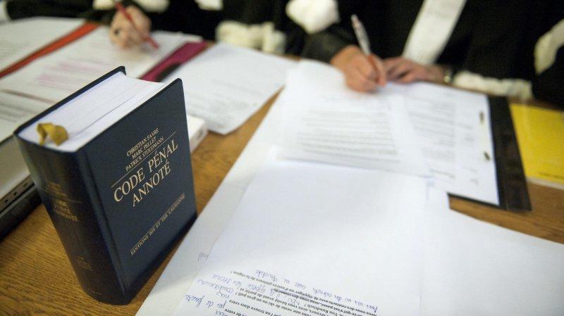 Un avocat neuchâtelois pourrait être radié du barreau après un conflit de voisinage