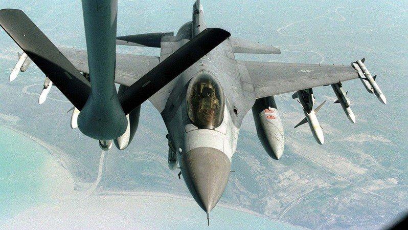 Etats-Unis: un F-16 s'écrase près de Las Vegas: 3e crash en deux jours