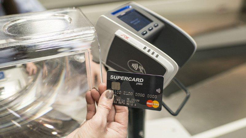 Consommation: près de la moitié des Suisses utilisent le paiement sans contact