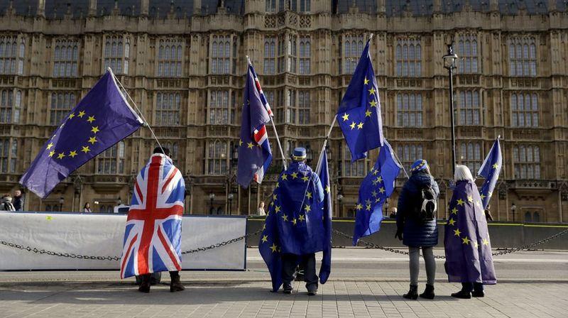 À un an du Brexit, Theresa May prépare le divorce