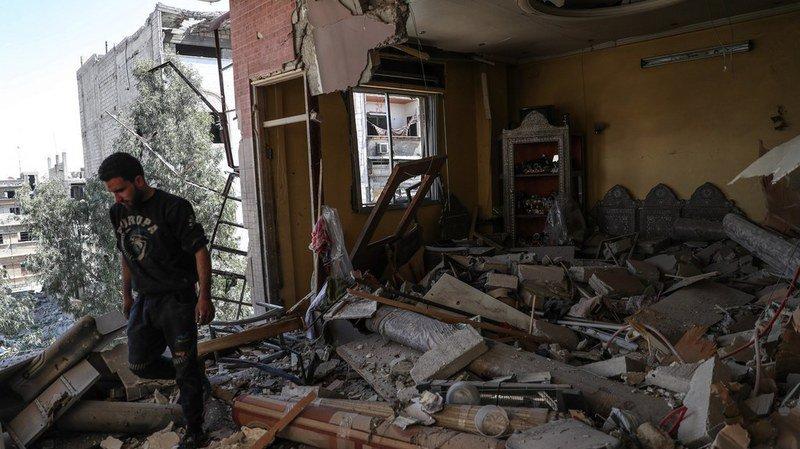 Quarante-deux raids aériens ont touché plusieurs endroits de la ville de Douma, dont certains auraient été lancés par l'aviation russe.