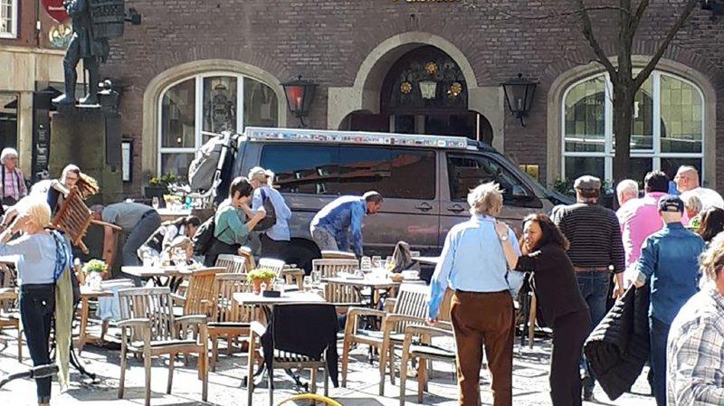 Allemagne: une voiture fait trois morts et vingt blessés en fonçant sur des terrasses à Münster