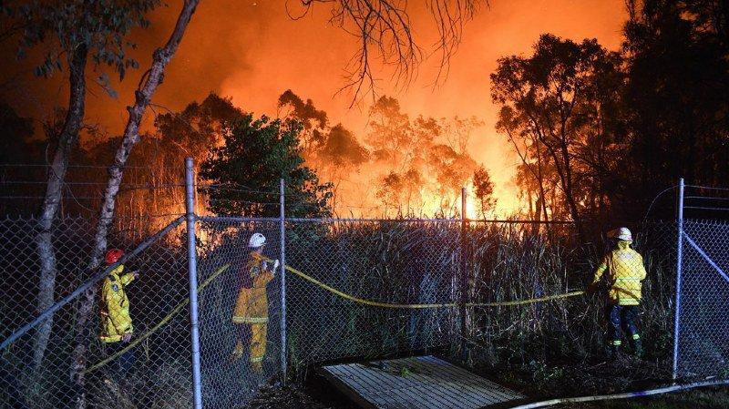 L'automne austral est particulièrement chaud et succède à un été très sec, ce qui explique l'ampleur du sinistre.