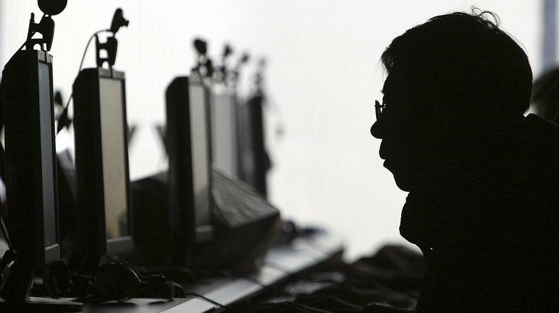 La police cantonale vaudoise met en garde: faire suivre ou partager des fichiers pornographiques illicites est un délit.