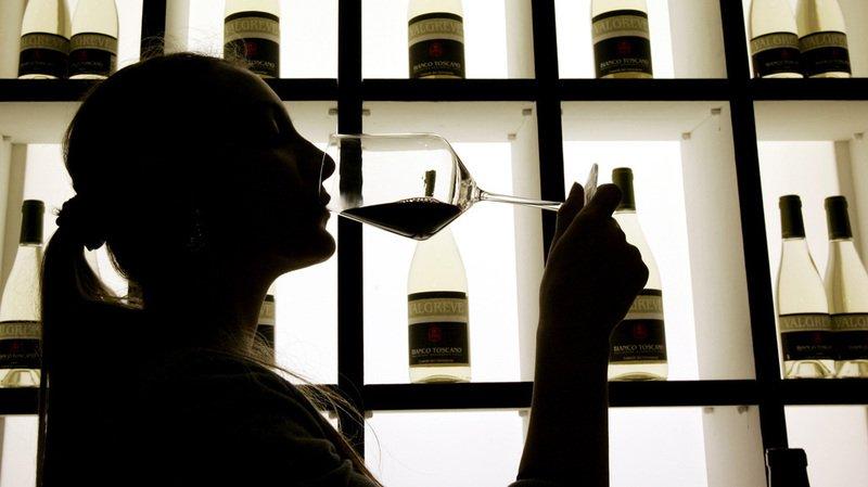 """""""Les études scientifiques montrent une augmentation du risque de cancer dès la consommation moyenne d'un verre par jour"""", souligne l'INCa."""
