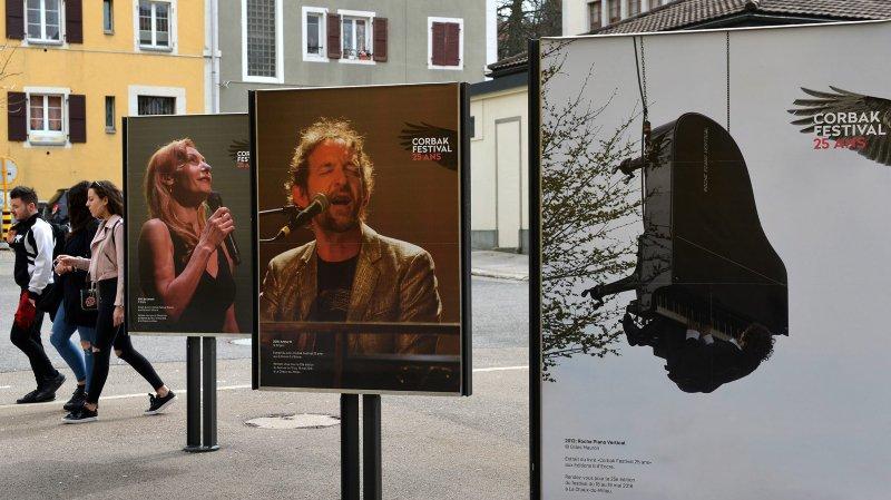 Dans la rue, dix-sept affiches retracent  la belle histoire du Corbak Festival