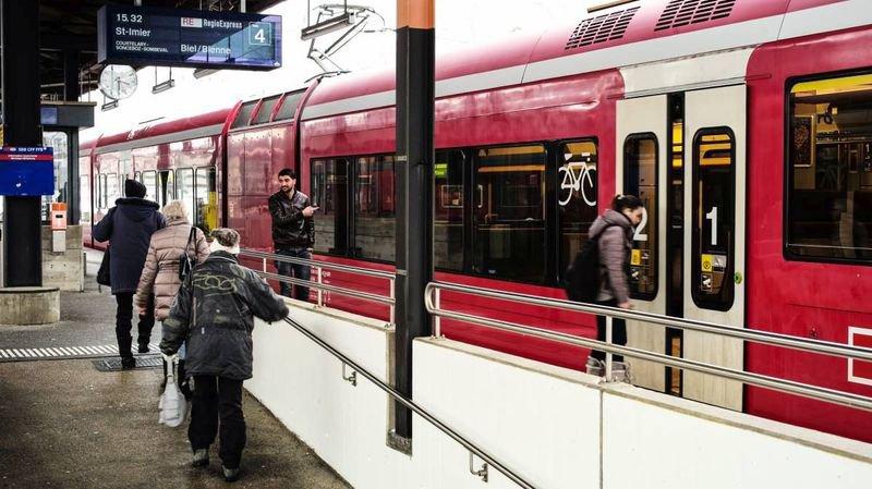 Quai de gare direction Bienne par Saint-Imier.