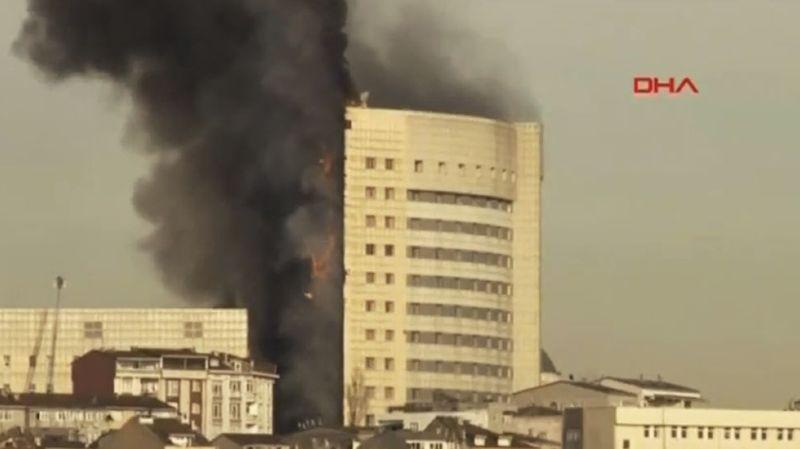 Selon des témoins, patients et proches, interrogés par les médias turcs, les flammes se sont propagées très rapidement à l'extérieur de l'édifice,