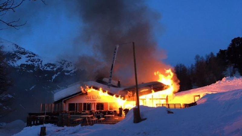 Un restaurant d'altitude ravagé par le flammes au-dessus de Zermatt