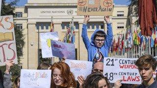 Genève: plus d'une centaine de jeunes protestent contre les armes aux USA