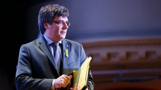 Carles Puigdemont vu aux côtés d'Anna Gabriel