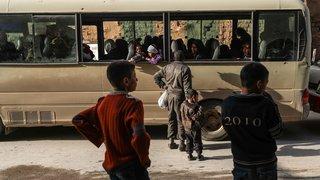 Assiégés, des milliers d'habitants fuient Douma