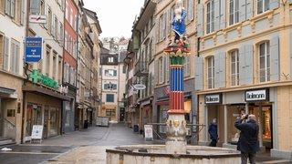 Neuchâtel : la statue de la fontaine de la Justice a retrouvé sa place