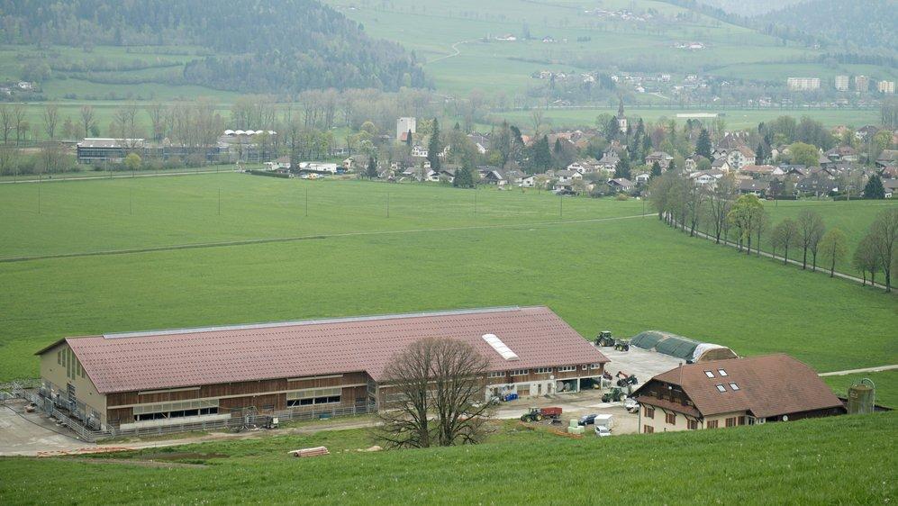 La ferme Menoud, devant le village de Môtiers.