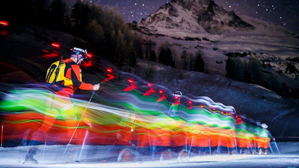 Les participants de la grande Patrouille des glaciers qui relie Zermatt à Verbier partent tous de nuit. L'occasion, si le souffle le permet, d'admirer le Cervin enrobé d'étoiles.