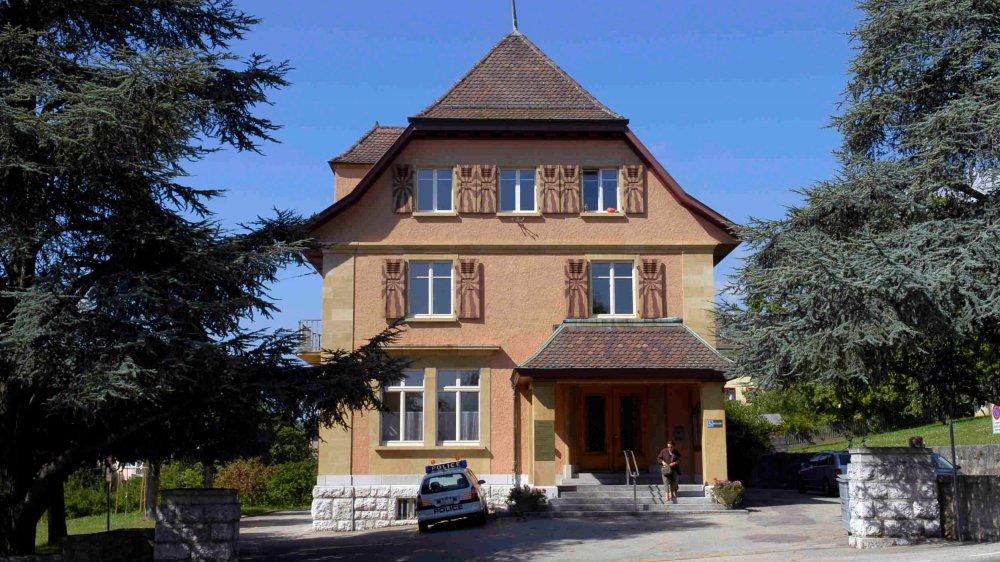 La maison de commune, siège des autorités.