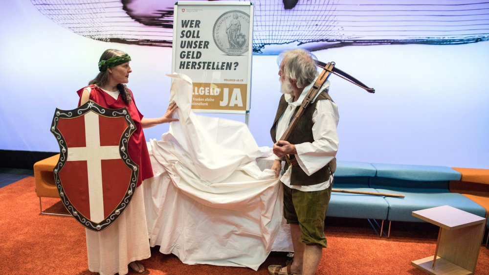Représentant les valeurs de la Suisse, Helvetia et Guillaume Tell ont lancé la campagne en mars.