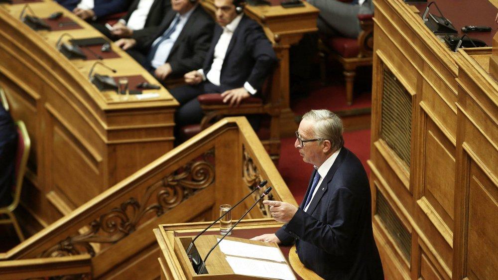 Le président de la Commission européenne, Jean-Claude Juncker, a notamment loué, hier, les «sacrifices» consentis par la Grèce, sous le regard du premier ministre grec, Alexis Tsipras (au centre).
