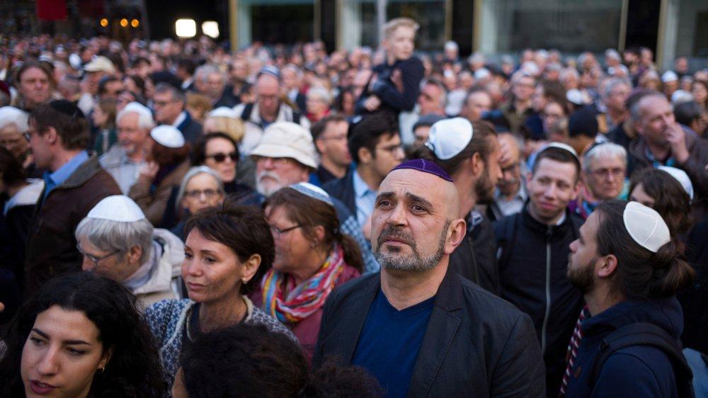Mercredi, une grande manifestation  contre l'antisémitisme a rassemblé  près de 2500 personnes à Berlin,  en Allemagne.