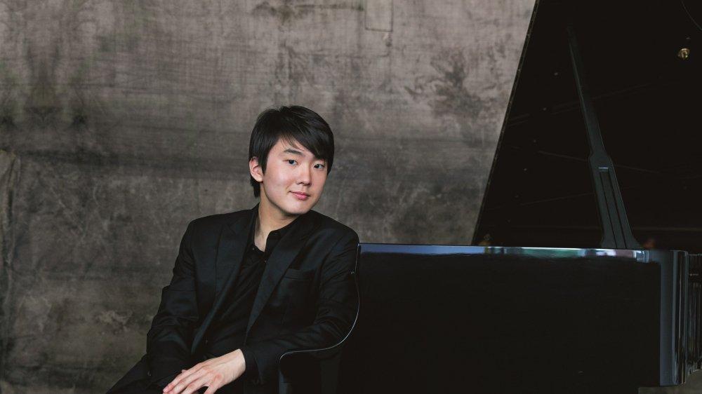 Le pianiste est lauréat du concours Chopin 2015.