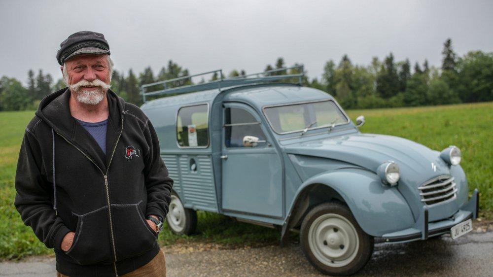 Détenteur de quatre 2 CV, Daniel Hubleur a retapé une fourgonnette datant de 1967.