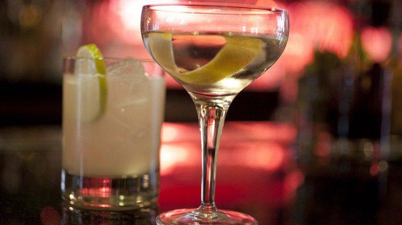 Pour certaines personnes, l'alcool aide à supporter les soucis du quotidien, du moins en apparence.