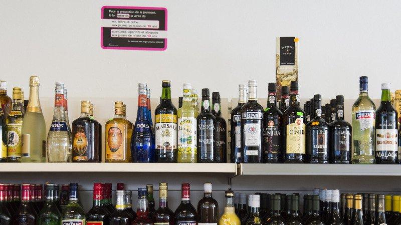 Cette initiative, qui vise à combattre les méfaits liés à l'alcool, a été saluée par le corps médical et des associations comme le plus grand progrès en matière de santé publique depuis l'interdiction de fumer en public. (illustration)
