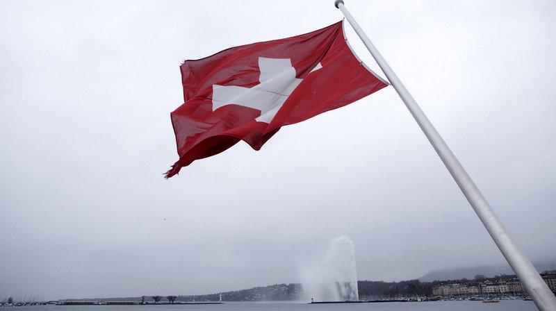 Un vent fort provenant du sud-ouest a d'abord balayé la région de la Léman, ici à Genève, avant de s'étendre à toute la Suisse.