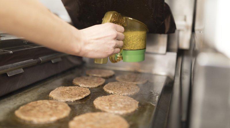 Alimentation: en pénurie de viande locale, McDonald's Suisse va importer du bœuf d'Autriche