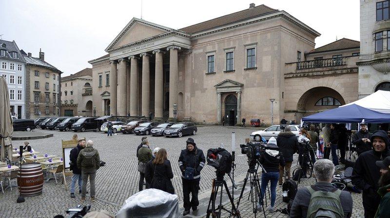 Les médias s'étaient installés à l'affût du verdict, mercredi devant le palais de justice, à Copenhague.