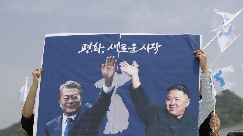 Avant la séance de l'après-midi à la Maison de la paix, MM. Kim et Moon planteront un arbre sur la ligne de démarcation.