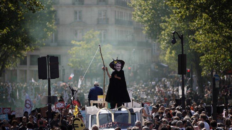 Des milliers de personnes défilent contre Emmanuel Macron, 1 an après son accession au pouvoir