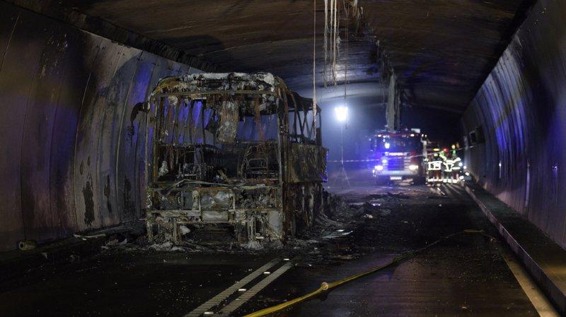Le tunnel du San Bernardino (GR) fermé à cause d'un car en flammes